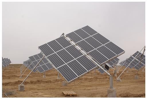 """太阳能电池板""""向日迎阳""""吸收光能"""