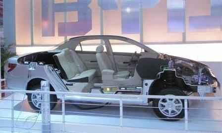 比亚迪F3DM搭载全新的车顶太阳能电池充电系统高清图片